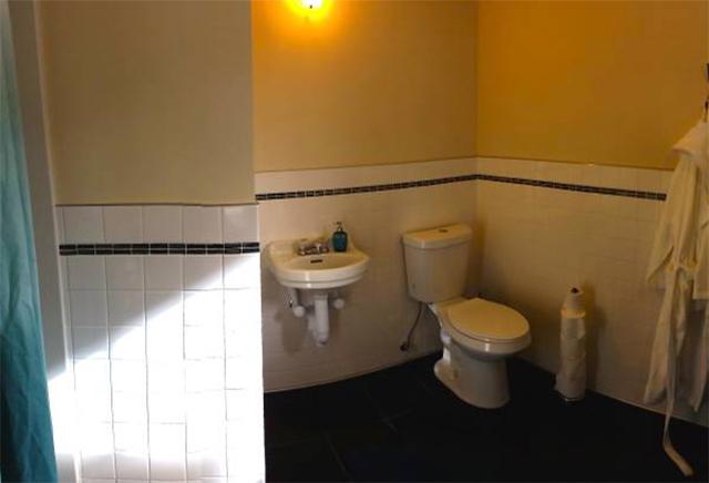 oakland-rental-bath.jpg