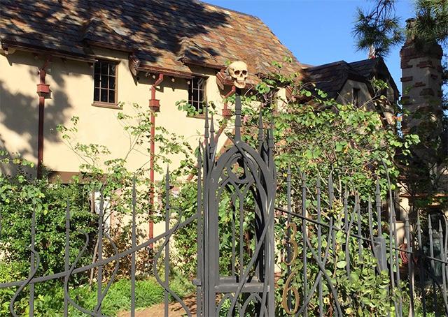 skull-gate.jpg