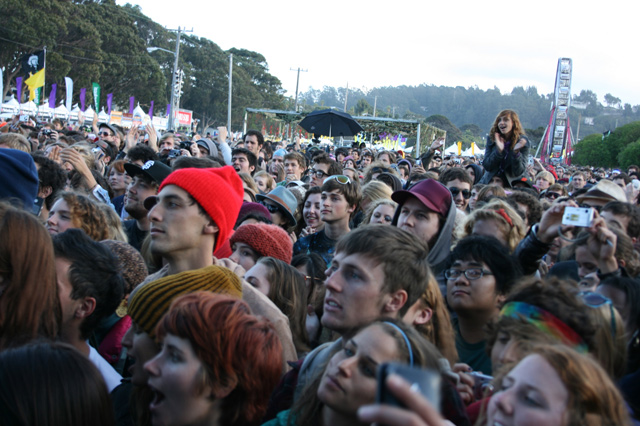 treasure-island-crowd.jpg