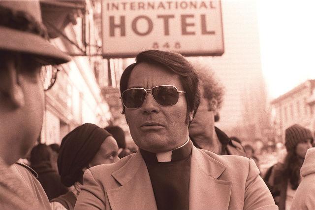 Jim_Jones_in_front_of_the_International_Hotel.jpg
