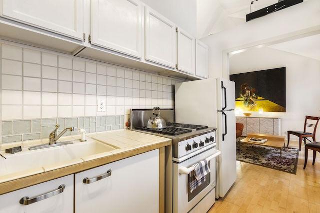 kitchen_2_363.jpg
