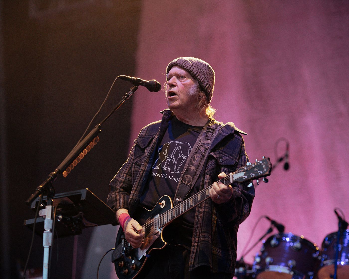 Festival attempts to shut down Neil Young, he keeps playing anyway