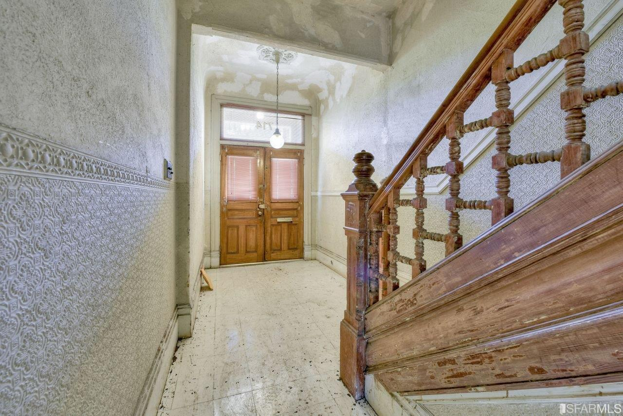 Alamo Square Painted Lady In Need Of Heavy Renovation Sells For 3 5m 750k Over Asking
