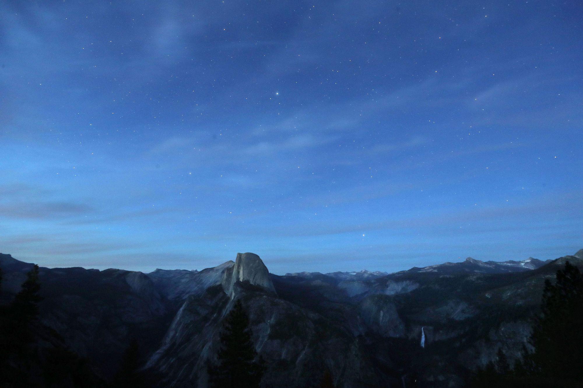 Video: Skiing Duo Descends Treacherous, Spin-Tingling Shoulder of Yosemite's Half Dome