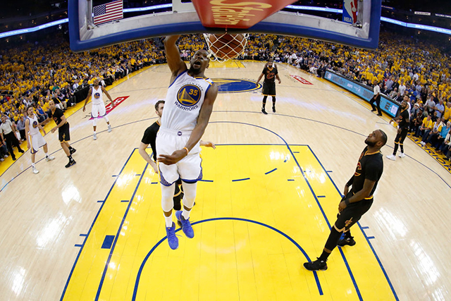Warriors pull rug on Cavs, take commanding 3-0 Finals lead